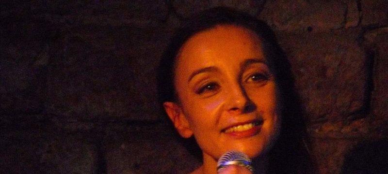 Valérie Mischler sing Französische Chansons in der Alten Schmitte